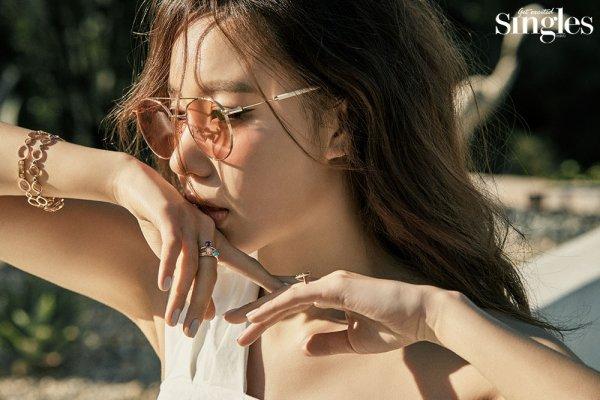 Lee Jun Ki - vợ Lee Byung Hun sang chảnh, Jang Yoon Joo bán nude cũng không bằng Kim Ah Joong diện bikini - Hình 2