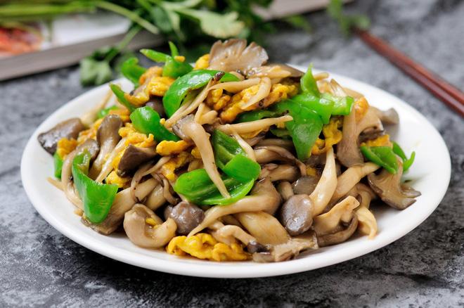 [Chế biến] – 5 phút làm nấm sò xào trứng ngon lành bổ dưỡng - Hình 5