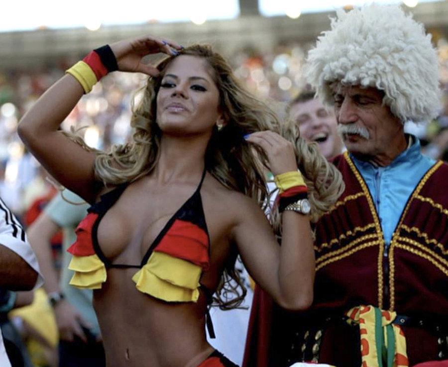"""World Cup: """"Đại chiến nhan sắc"""" giữa các hotgirl sexy nhất ở Nga - Hình 2"""