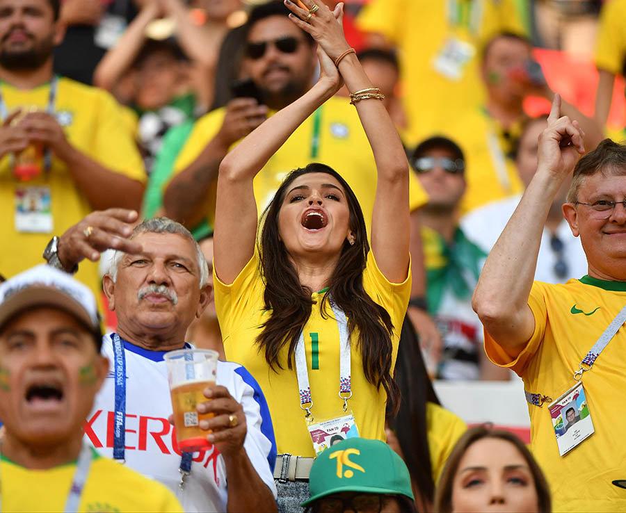 """World Cup: """"Đại chiến nhan sắc"""" giữa các hotgirl sexy nhất ở Nga - Hình 7"""