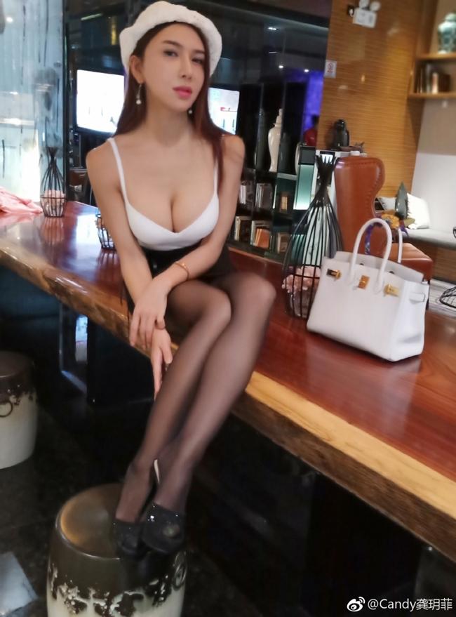 Thêm một bộ ảnh nóng bỏng với bikini của Cung Nguyệt Phi - Hình 16