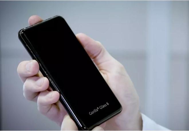 Smartphone sẽ bền gấp đôi nhờ kính Gorilla Glass 6 - Hình 1