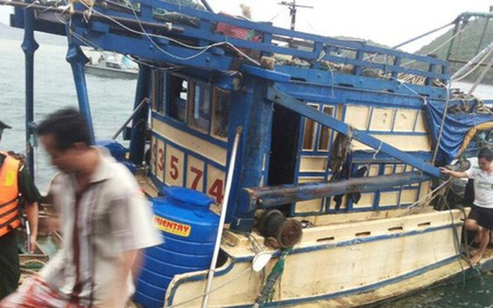 Nhóm ngư phủ khống chế kẻ giết người trên biển để đưa vào bờ - Hình 1