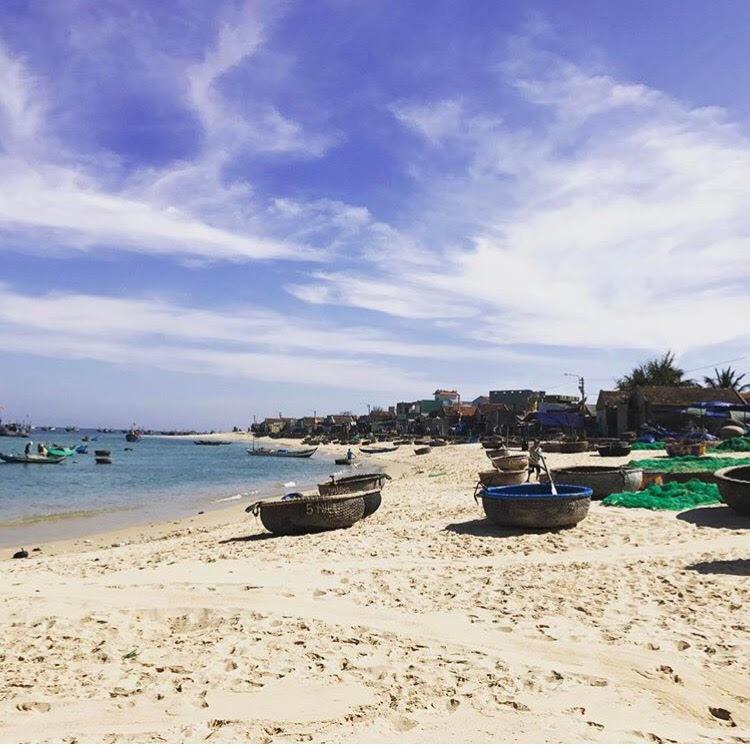 Những con đường giữa biển đẹp mê hồn ở Việt Nam mà bạn chưa biết tới - Hình 13