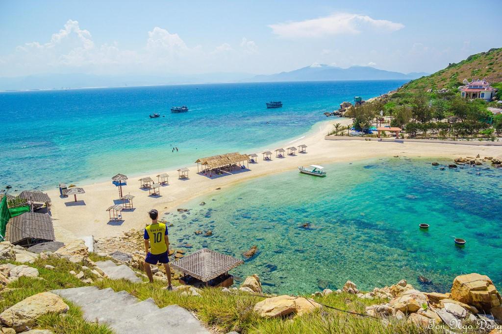 Những con đường giữa biển đẹp mê hồn ở Việt Nam mà bạn chưa biết tới - Hình 1