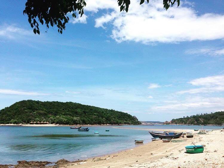 Những con đường giữa biển đẹp mê hồn ở Việt Nam mà bạn chưa biết tới - Hình 41