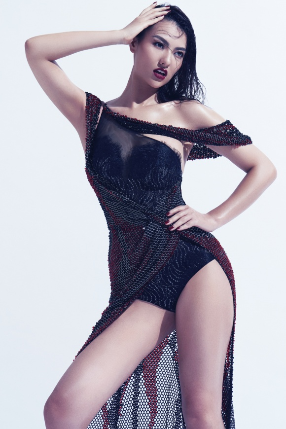 Siêu mẫu Hoàng Yến và Hồng Quế mặc 'hở bạo' tạo dáng nóng bỏng - Hình 13