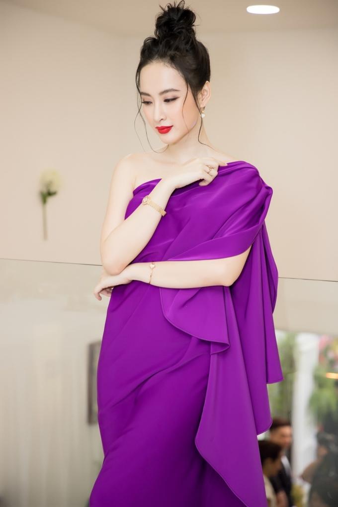 Angela Phương Trinh mặc váy không lộ vòng 3 khủng vẫn đẹp hút mắt - Hình 6
