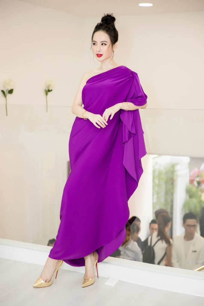 Angela Phương Trinh mặc váy không lộ vòng 3 khủng vẫn đẹp hút mắt - Hình 7