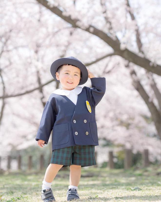 Cậu nhóc Nhật Bản đầu nấm má phính với 1001 biểu cảm không yêu không được - Hình 6