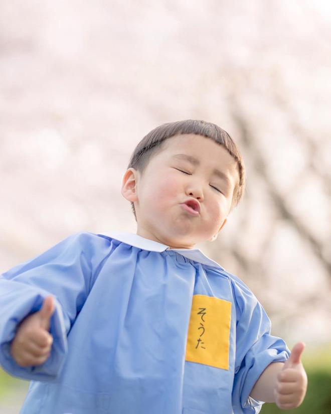 Cậu nhóc Nhật Bản đầu nấm má phính với 1001 biểu cảm không yêu không được - Hình 4