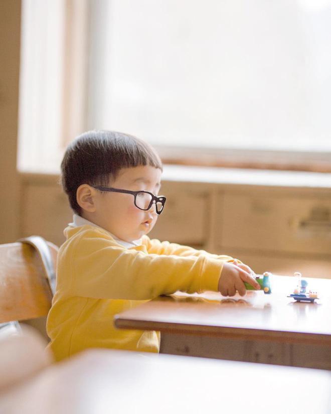 Cậu nhóc Nhật Bản đầu nấm má phính với 1001 biểu cảm không yêu không được - Hình 7