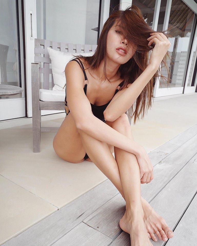 """Chân dài 1m13 mặc bikini bốc lửa cỡ này, Ngọc Trinh phải """"dè chừng"""" - Hình 13"""