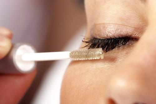 Muốn có đôi mắt đẹp như Angela Baby hãy sử dụng dầu dừa dưỡng mi như thế này - Hình 3