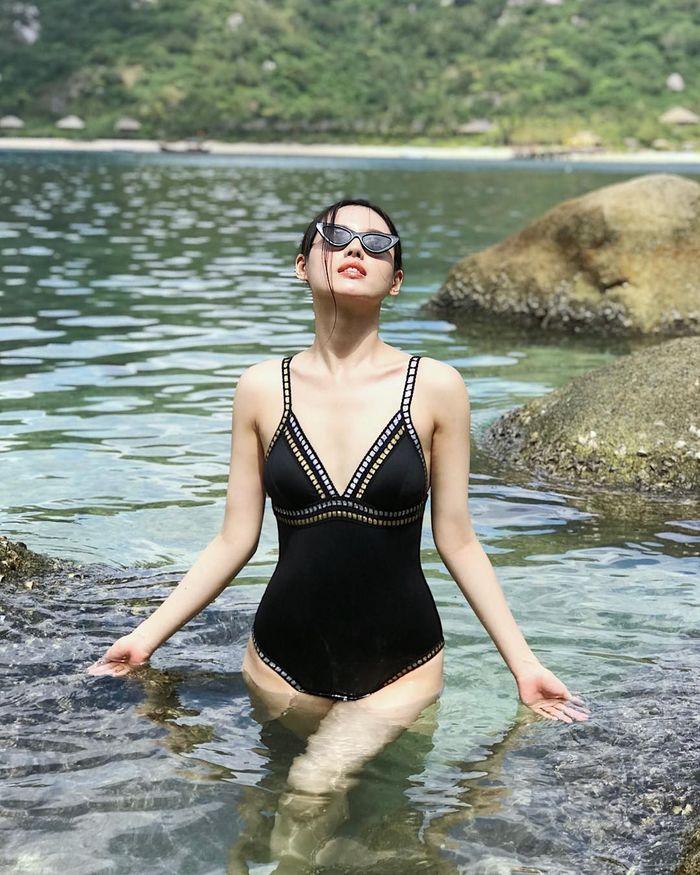Ngắm loạt hogirl Việt diện bikini xinh hết sức - Hình 11