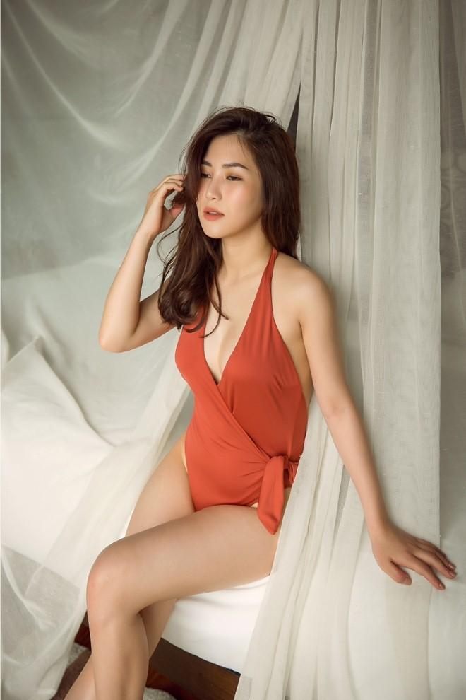 Ca sĩ Hương Tràm khoe đường cong nóng bỏng với bikini tại Thái Lan - Hình 2