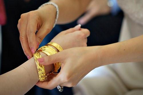 Không trao vàng ngày cưới: Mẹ chồng quá đáng hay con dâu so đo? - Hình 3