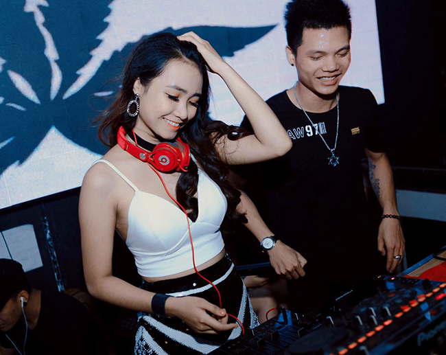 Các nữ DJ Việt đua nhau thả rông vòng 1: Người gợi cảm, kẻ gây tranh luận - Hình 12