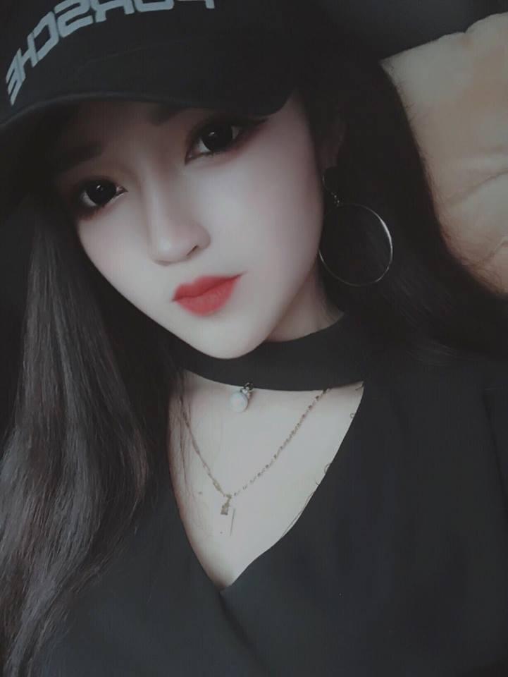 Hot girl Võ Hồng Tú Uyên xinh đẹp không góc chết - Hình 10