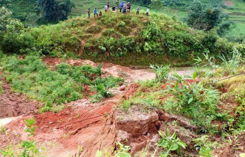 Lào Cai: Sạt lở đất vùi lấp 2 bà cháu - Hình 1