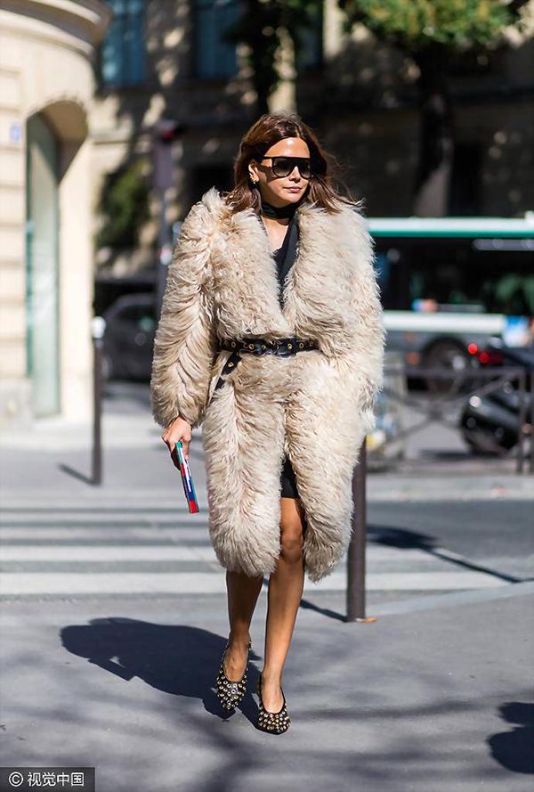 Áo khoác lông xù: Cồng kềnh nhưng sang chảnh - Hình 3