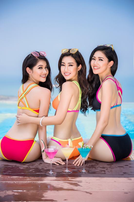 Top 3 Hoa hậu Việt Nam 2016 diện bikini nóng bỏng khoe dáng bên hồ bơi vô cực dát vàng - Hình 3