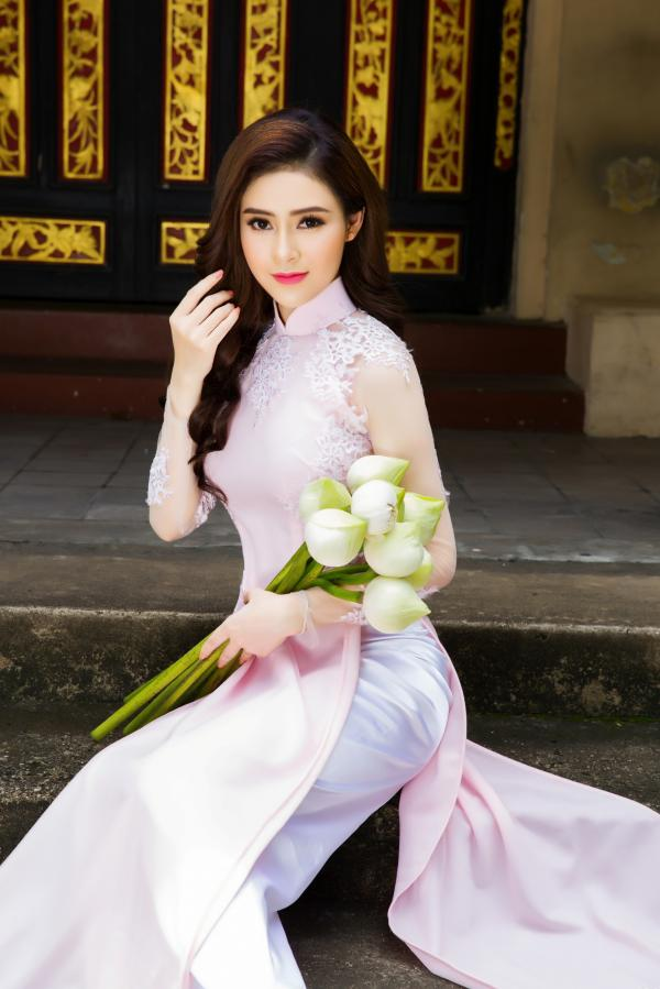 Người đẹp Lý Kim Thảo khoe vẻ đẹp dịu dàng với áo dài - Hình 3
