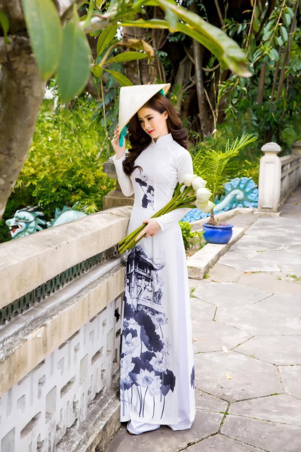 Người đẹp Lý Kim Thảo khoe vẻ đẹp dịu dàng với áo dài - Hình 2