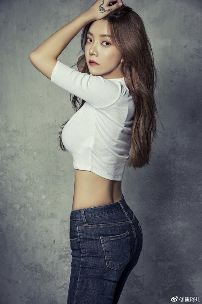 Nữ MC sexy có gương mặt như chị em sinh đôi với Triệu Vy kiếm 36 tỷ/tuần - Hình 12