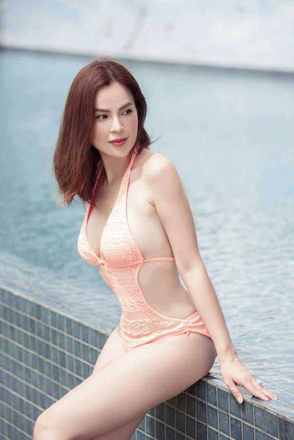 Hoa hậu Phương Lê diện áo tắm, khoe dáng bên hồ bơi - Hình 2