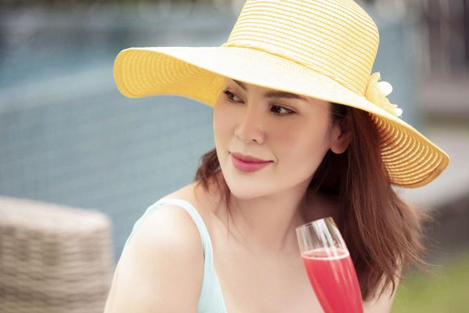 Hoa hậu Phương Lê diện áo tắm, khoe dáng bên hồ bơi - Hình 4