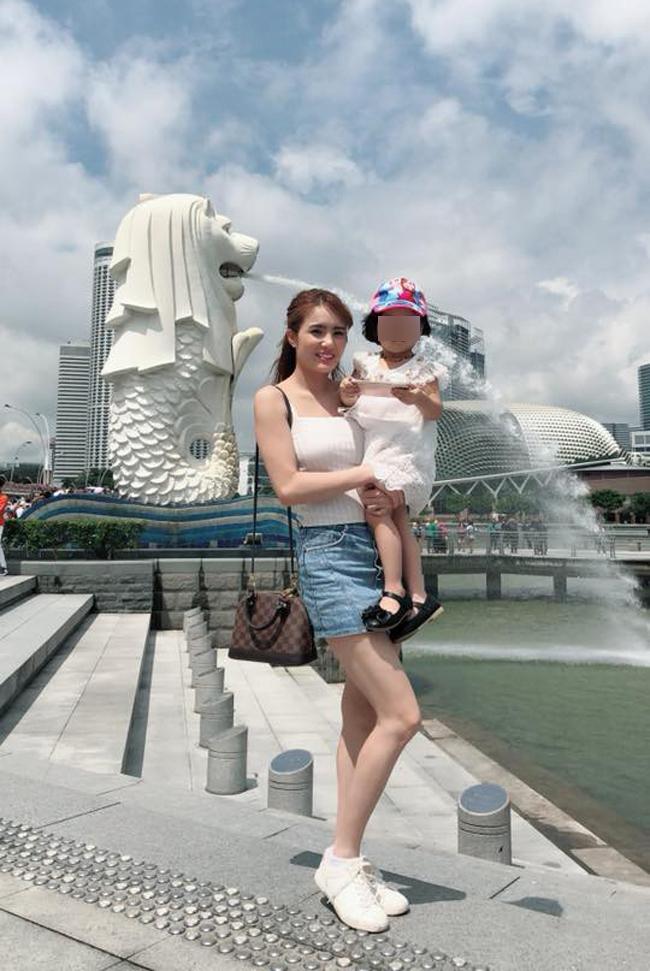 Cuộc sống của em chồng Thủy Tiên sau khi ly hôn, đi hát quán bar ở Singapore - Hình 13