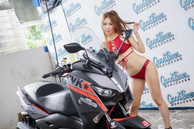 Đứng hình trước cảnh người đẹp diện bikini rửa xe - Hình 8