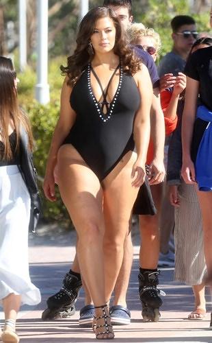 Dàn mỹ nhân thế giới thiêu đốt ánh nhìn khi diện bikini gợi cảm - Hình 5