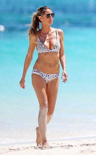 Dàn mỹ nhân thế giới thiêu đốt ánh nhìn khi diện bikini gợi cảm - Hình 10