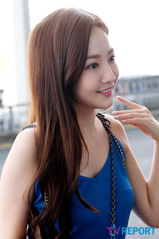 Màn đọ sắc sân bay gây tranh cãi: Park Min Young lần đầu lộ diện, CL béo khó tin, Yoona bụng to khó hiểu - Hình 7