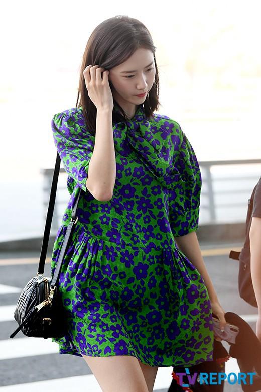 Màn đọ sắc sân bay gây tranh cãi: Park Min Young lần đầu lộ diện, CL béo khó tin, Yoona bụng to khó hiểu - Hình 18