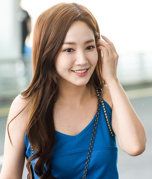 Màn đọ sắc sân bay gây tranh cãi: Park Min Young lần đầu lộ diện, CL béo khó tin, Yoona bụng to khó hiểu - Hình 8