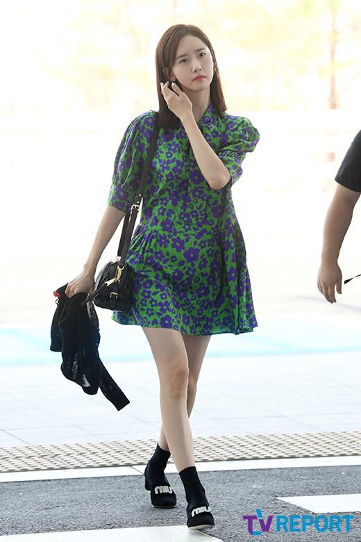 Màn đọ sắc sân bay gây tranh cãi: Park Min Young lần đầu lộ diện, CL béo khó tin, Yoona bụng to khó hiểu - Hình 15