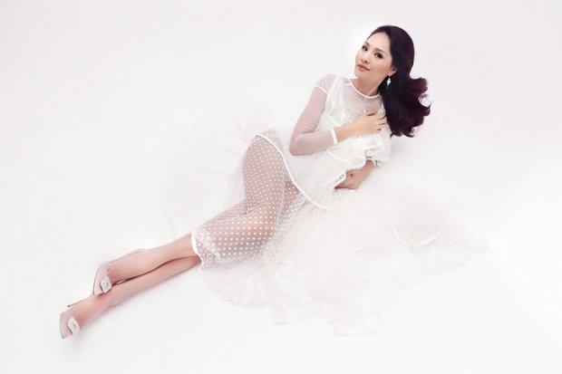 Hoa hậu đẹp nhất châu Á Hương Giang diện váy xuyên thấu khoe đường cong bỏng mắt - Hình 2