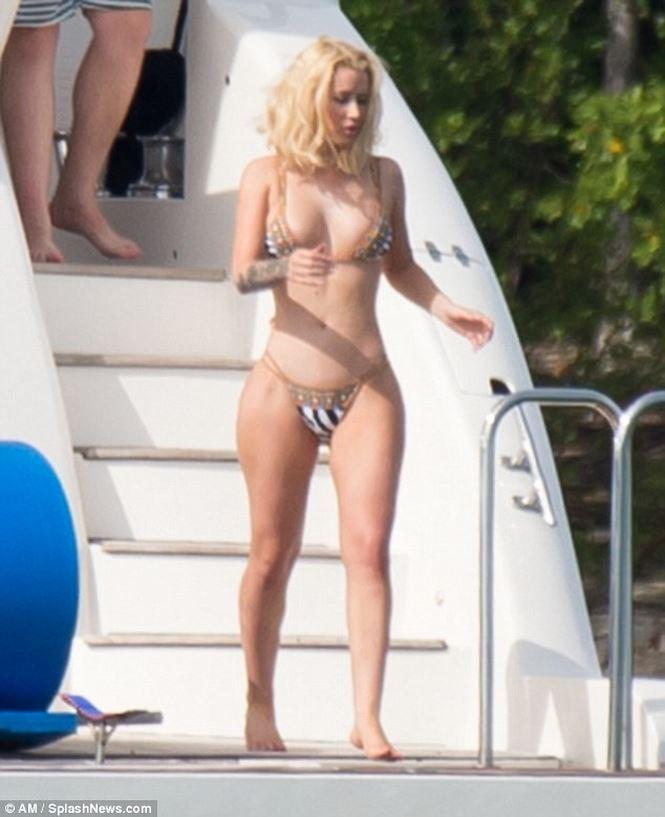 3 vòng nóng bỏng mắt của nữ rapper sexy nhất thế giới - Hình 8