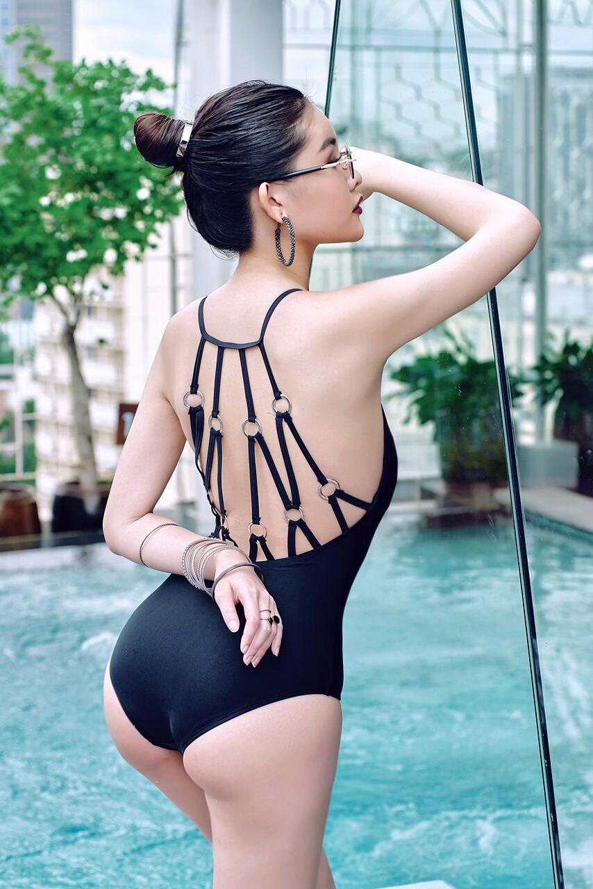 Lê Âu Ngân Anh diện bikini đốt mắt khoe thân hình chuẩn - Hình 3