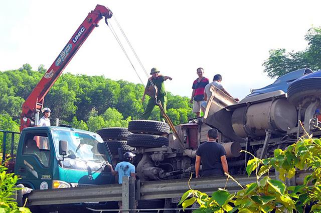 Xe container đấu đầu trên đường Hồ Chí Minh, 2 tài xế tử vong - Hình 5