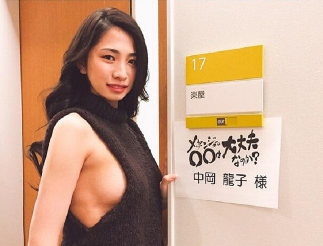 2 mẫu Nhật nóng bỏng vô tư làm điều xấu hổ trên truyền hình - Hình 12