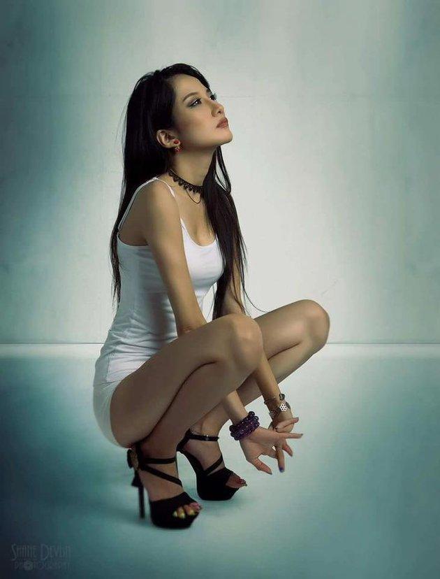 Bỏng mắt với loạt ảnh người mẫu ngực trần cháy hết mình vì U23 Việt Nam - Hình 7
