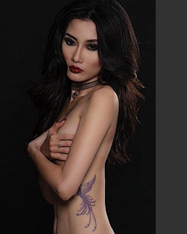 Bỏng mắt với loạt ảnh người mẫu ngực trần cháy hết mình vì U23 Việt Nam - Hình 2