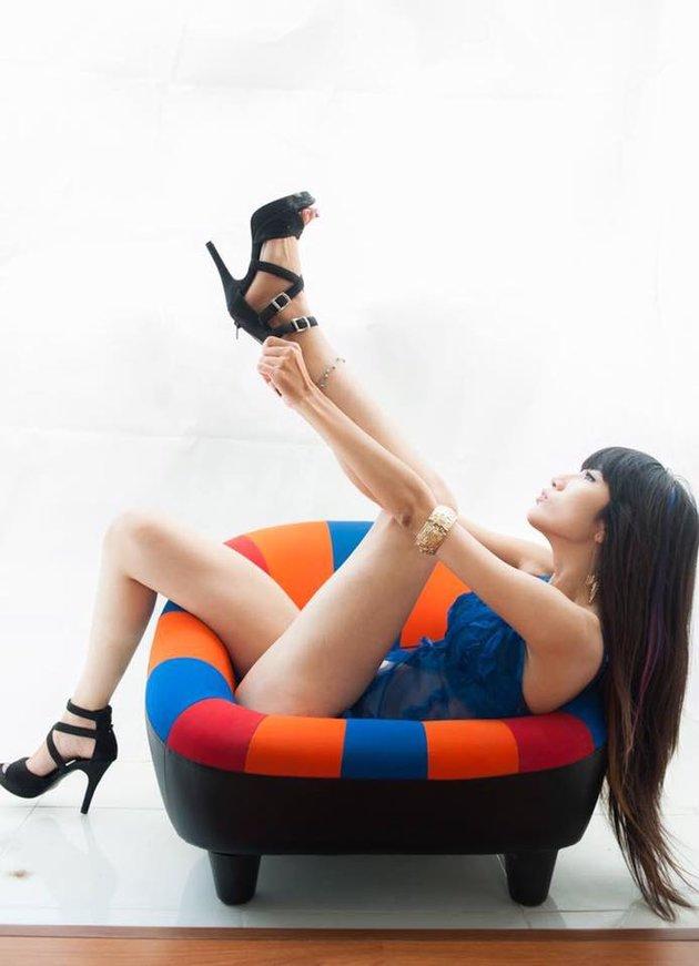 Bỏng mắt với loạt ảnh người mẫu ngực trần cháy hết mình vì U23 Việt Nam - Hình 5