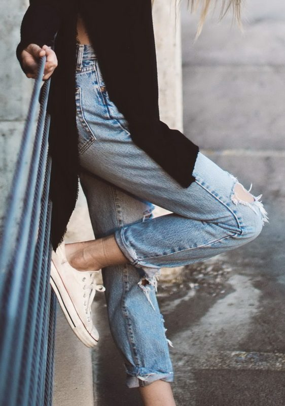1001 cách biến hóa sáng tạo cùng giày sneaker trắng - Hình 3