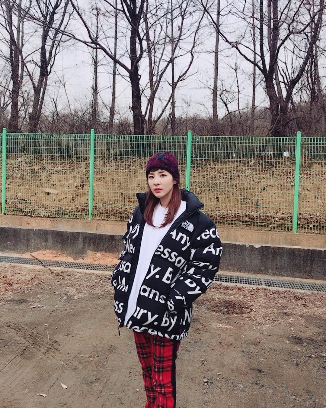 Sandara Park (2NE1) - Mỹ nhân thời trang đường phố Hypebeast không đụng hàng của Kpop - Hình 14