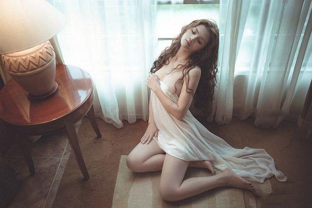 Loạt ảnh của em gái xinh trần như nhộng - Hình 2